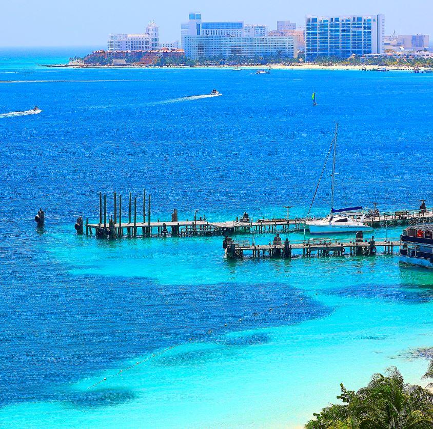 Cancun Horizon and hotels on beach