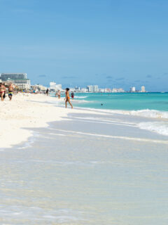 An Estimated 13000 American Tourists Still Arriving in Cancun Daily
