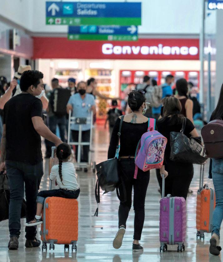 Cancu-airport-travelers-mask