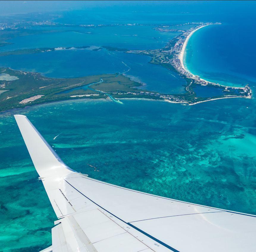 Flight-over-cancun