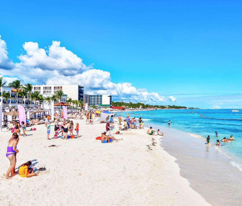 Tourists-on-Beach-in-Playa-Del-carmen