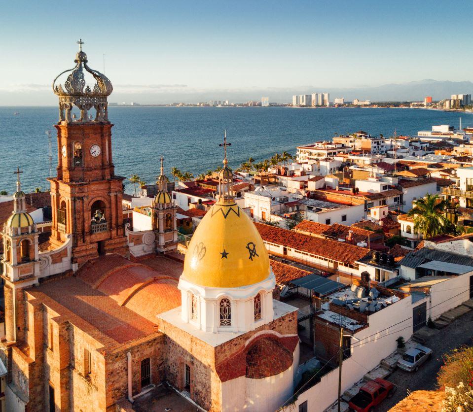 Puerto-Vallarta-Cathedral-and-coast-line