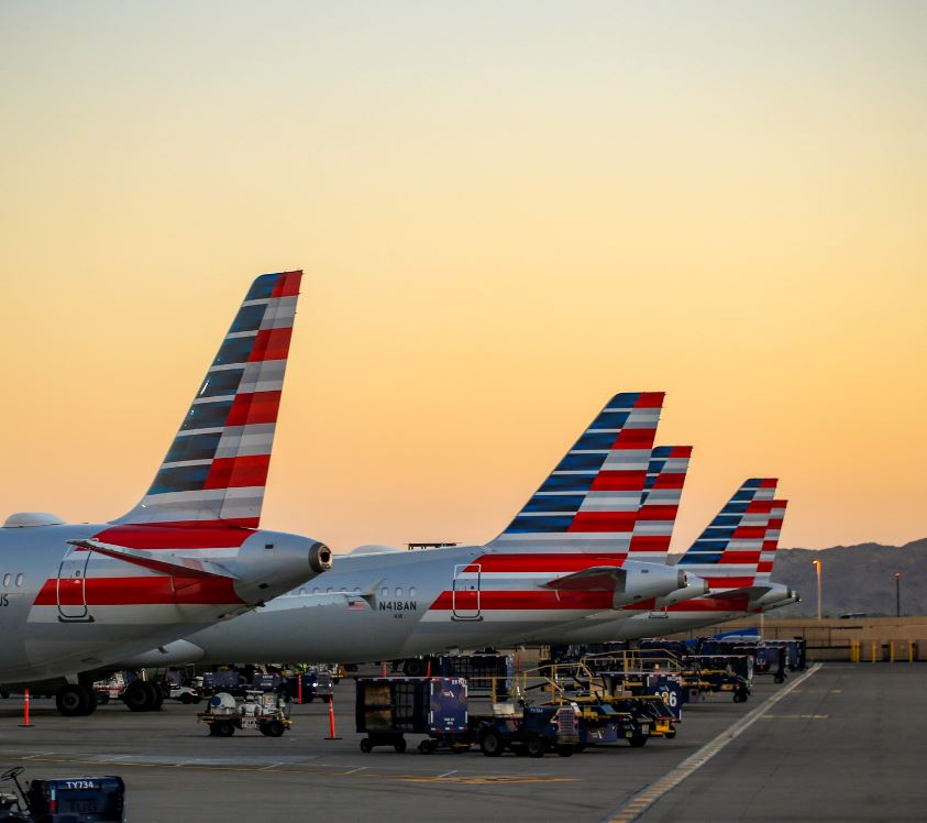 american-airlines-planes-at-airport