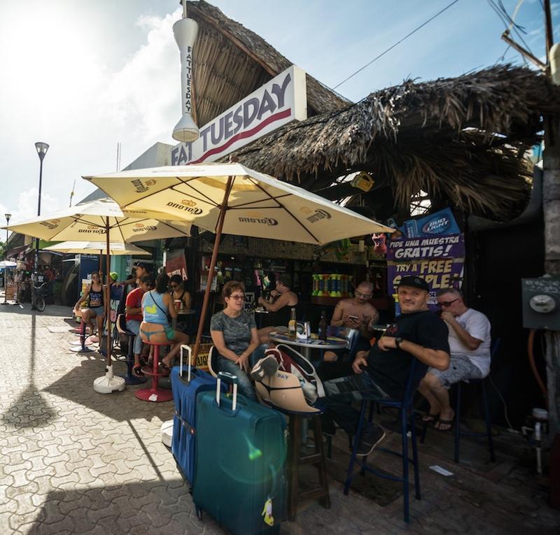tourists at restaurant in Playa del Carmen