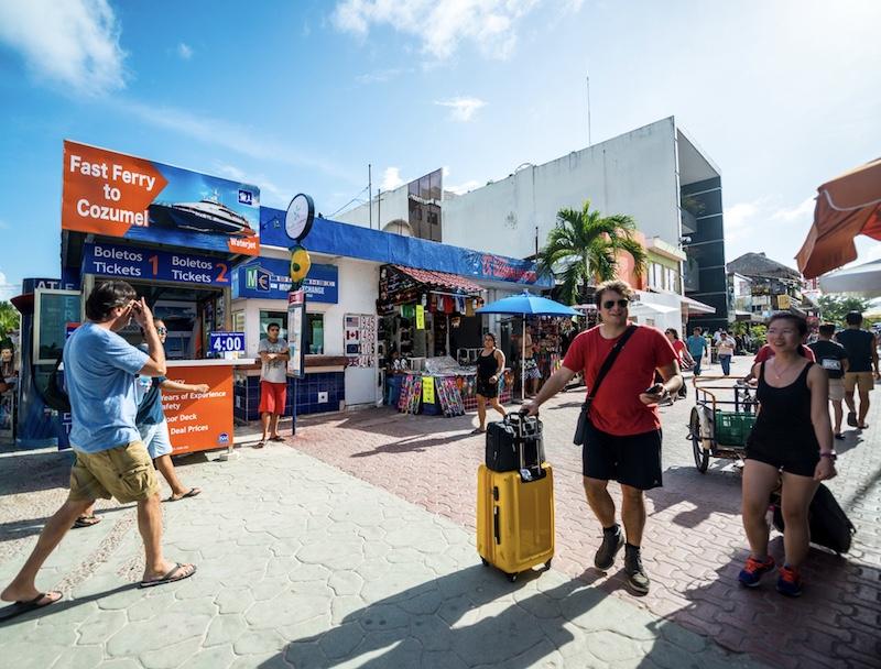 tourists in Playa del Carmen 5th avenue