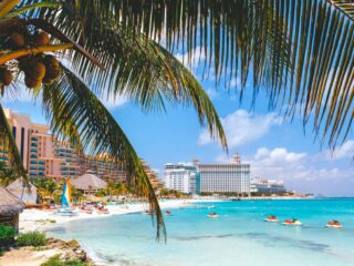 Two Cancun Clubs Claiming Private Beaches Demolished By Authorities