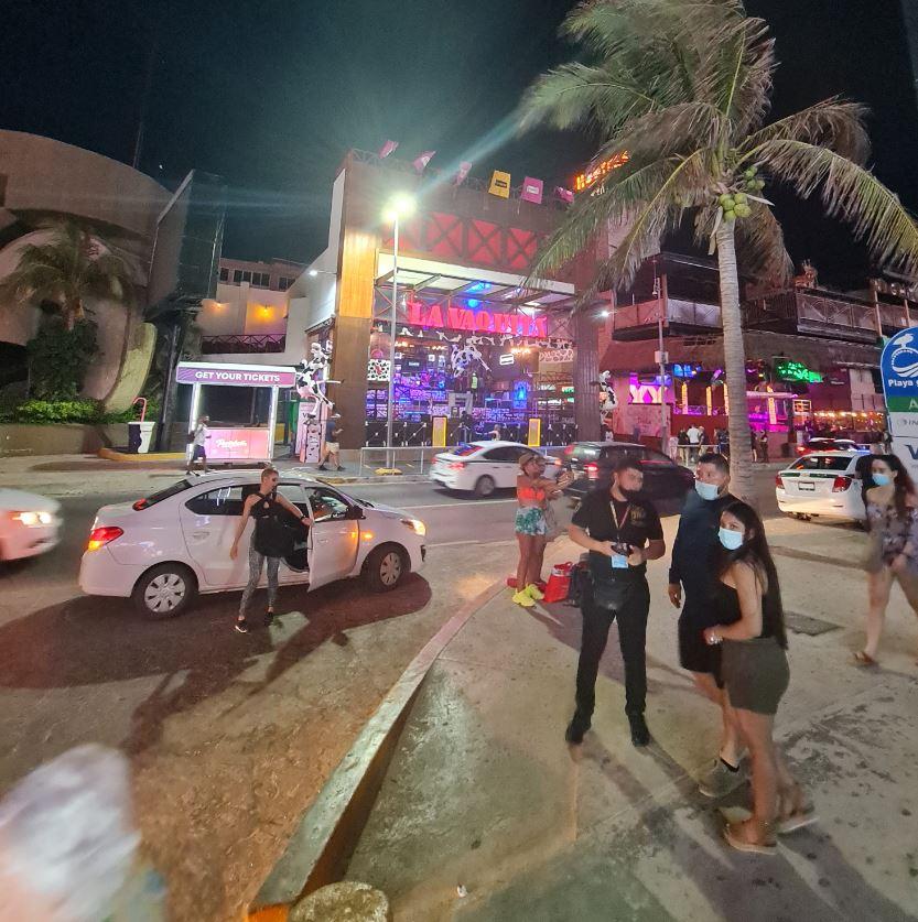 BUsy Hotel Zone street cancun
