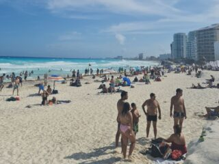 Cancun Authorities Shut Down Beach Business Charging Tourists For Chairs