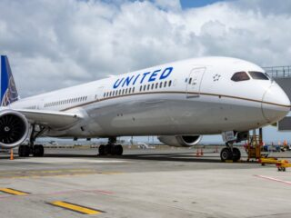 Thanks to United Airlines, the first of many direct flights from Los Angeles to Cozumel has recently landed on the island.