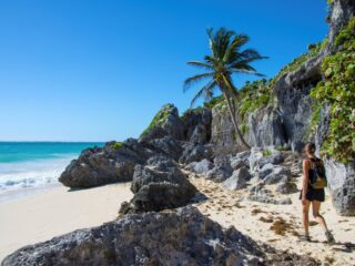 Worldwide wanderlusts often make their way to the beautiful town of Tulum for some good old rest and relaxation! Considered the 'jewel' of the Mexican Caribbean, Tulum offers its visitors a very charming and boho vibe. Between your beach bummin', yoga classes and smoothie bowls - Here are 5 top walking trails for you to check out!