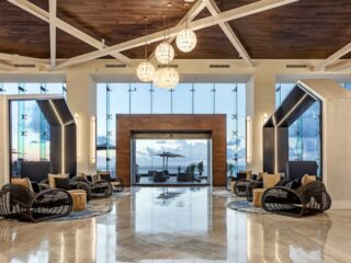 The CHIC Suites Resort and Spa is Royalton's newest All-Inclusive in Cancun. Opened in 2019, it sits proudly on beautiful Chac Mool beach, which is towards the northern end of this popular peninsula. From here, you can gaze southwards across the many other hotels making up the famous Zona Hotelera.